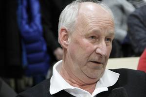 Utgifterna är och har varit många för Kent Ström, som nu begärt att slippa betala handläggning av ett nytt bygglovsärende.