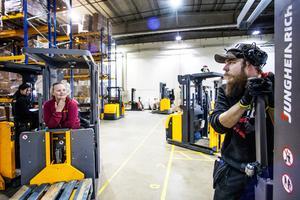 Annie Svensson, Moa Hansson och Tony Hansson Göransson är tre av totalt 30 personer som har fått anställning på Dollarstores nya lager utanför Brunflo.