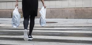 Skatt på plastkassar infördes i Sverige vid senaste månadsskiftet. Foto: Foto: Berit Roald/TT