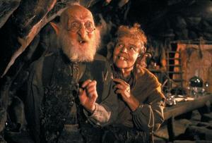 Fantásien bebos bland annat av gnomer (tomteliknande figurer). Foto: Warner Bros. Entertainment