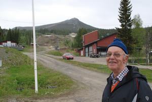Bengt vid foten av Hovärken, ett fjäll där han tillbringat mycket tid. Foto: Torbjörn Ohlsson