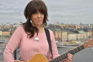 Artisten Marit Bergman uppträder i samband Socialdemokraternas 1 majfirande.