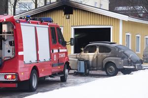 En äldre bil skadades vid branden i Ås natten till onsdag.