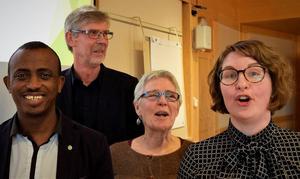 Snart slut på glada miner för landstingsråden Mursal Isa (MP), Gunnar Barke (S), Maja Gilbert Westholm (V) och Elin Norén (S).