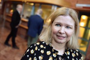 Malin Höglund (M), socialnämndens ordförande, förklarar att beslutet ännu inte är taget vad gäller att lägga ut Saxnäs på entreprenad.