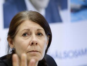 Ulla Gustavsson tvingades lämna sitt jobb som ordförande i Simförbundet. Men hon har kvar sitt uppdrag som rådman i Örebro.