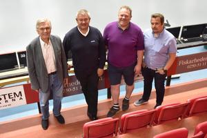 Jan Lund, ordförande KAIS, Peter Rex, Idre Fjäll, Micko Holback, KAIS och Roger Jonsson, tränare KAIS Mora i den hall som nu skiftar namn till Idre Fjäll arena.