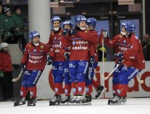 Joakim Hedqvist jublar efter att ha gjort 2–0 borta mot VSK i den fjärde semifinalen. Bild: Fredrik Sandberg / SCANPIX