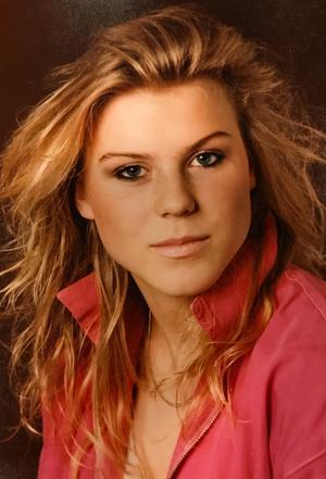 Josefin Nilsson var sångerska i Ainbusk singers men hon släppte också eget material samt var skådespelare bland annat i filmen Adam och Eva. Foto: Privat/SVT