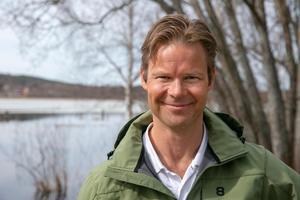 """""""Det är inget fel på badplatsen utan det är säkerheten vid järvägsövergången som är problemet"""". säger fritidschef Torkel Holst."""