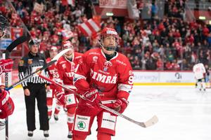 Filip Hållander stoppas från U18-VM. Foto: Pär Olert (Bildbyrån).