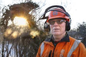 I 46 år har Leif Lindblad jobbat i skogen. Vid 65 års ålder tänkte han börja trappa ner, men det har inte blivit av. – Det är alldeles för roligt det här, säger han.
