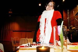"""BAKFICKAN. Livekvällarna kommer att påbörjas med en after work dit hela familjen är välkommen. """"Det kommer finnas barnmeny och ett speciellt barnrum med leksaker. Tanken är att hela familjen ska kunna kommer hit efter jobbet. Vissa kanske går hem när de har ätit, medan andra kanske stannar till det att Bakfickan öppnar, säger Linda-Marie Anttila som är nöjesansvarig på Hofors Folkets hus."""