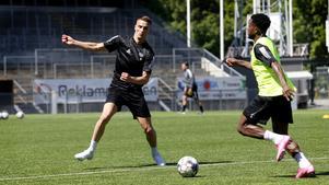 Thomas Juel Nielsen provtränar med ÖSK under den här veckan och dansken kommer att spela den tv-sända träningsmatchen mot BK Häcken på lördag.