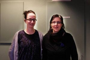 """Christina Almqvist och Malin Palmqvist efterlyser dina minnen från Östersund. Under rubriken """"Den dolda staden"""" kommer utvalda minnen att publiceras på platser runt om i staden, som en del av en alternativ historieskrivning. Foto: Maria Karlsson"""