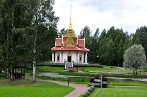 Thailändska paviljongen ligger i Utanede och i sommar har många besökare hittat dit.