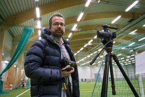 Som multireporter ska Andreas Lidén fotografera och filma själv. Dessutom skriva text för papperstidningen och sajten.