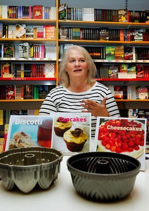 Cheryl Lindblad älskar att baka kakor. Det har blivit ett antal böcker i ämnet. I måndags släpptes Mjuka kakor på Ica bokförlag.
