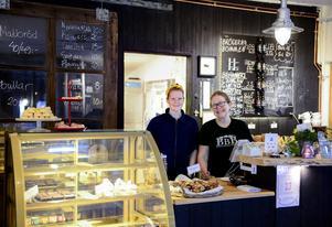 Hanna Andersson och hennes mamma Katarina Östberg driver kaféet och bageriet.