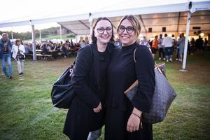 """Lina Åström och Monika Johansson hörde lite av Shirins framträdande: """"Vi kom fram med båt just då""""."""
