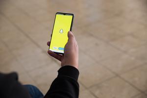 Appen Snapchat är ett forum där två personer kan skicka textmeddelanden men även bilder till varandra som bara visas i ett viss antal sekunder. Personen på bilden har inget med texten att göra.