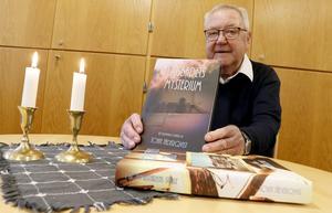 – Det här är fortsättningen på boken jag skrev för två år sedan, men man behöver inte ha läst den för att  läsa Ljusbadets mysterium, säger John Jäderqvist.