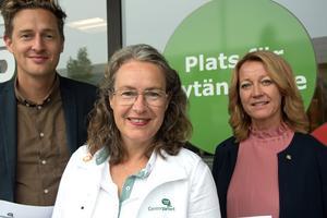 Utan uppbackning från Centerpartiet kan inte Socialdemokraterna kapa kostnader. På bild: Emil Källström, Anna-Britta Åkerlind, Lena Lindgren.
