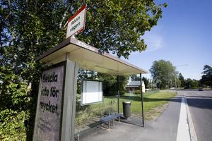 Hållplatsen Rönnvägen efter fyrans linje är en av de busshållplatser  i Gävle kommun som inte har någon tidtabell uppsatt i busskuren.