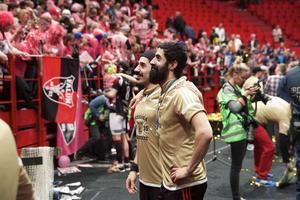 Ciya och Hassan Hajo efter 6–4 mot Linköping i SM-finalen 2015. Tredje raka guldet bärgat.