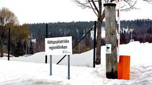 Rättspsyk i Sundsvall har inte polisanmält att en patient från rättspsyk avvek från sin kontaktperson och köpte sex.