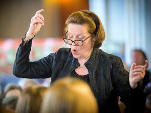Anne Aaltonen Samuelson skolades av Bror i Västerås musikklasser och kom att bli hans svärdotter. Nu framträdde hennes kör i hyllningskonserten för honom.Foto: Lennart Hyse