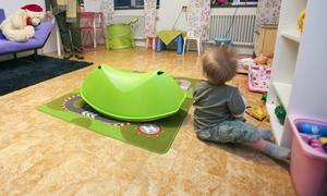 Insändarskribenten berättar att Södertäljes familje- och jourhemplaceringar har ökat. Foto: Drago Prvulovic/TT