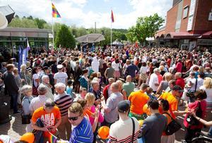Signaturen Bobby Brown undrar över valet av artist till årets Pridefestival.