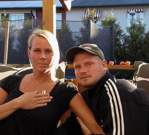 GIFTER SIG I TV. Mattias Martinell från Hedesunda såg en nätannons där giftaslystna söktes. Mattias och hans Anna anmälde sig och i juni kontaktades de av programmakarna på reklamkanalen TLC. Inspelningen gjordes i augusti och i kväll får tittarna se hur det gick med Annas och Mattias bröllop.