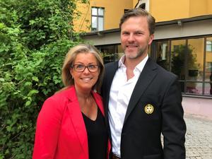 Åsa Wiklund Lång, S, och Johan Cahling, direktör för hållbarhet och varumärkesutveckling i Brynäs. Foto: Gävle kommun