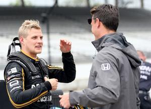 Marcus Ericsson har bara en chans på 40 att ta hem Indy 500, om man får tro spelbolagen. Och Örebroföraren ger dem inte fel.