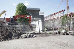 Den nya bron väntas stå klar i oktober.