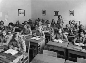 Längre än till någon gång på 1800–talet hann vi inte under historielektionerna. Vi kom aldrig fram till andra världskriget, skriver skribenten. Bild: Svenskt Pressfoto/TT.
