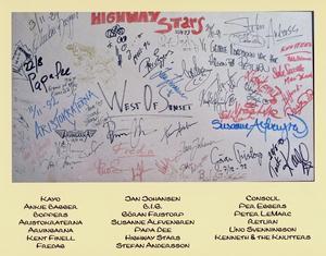 Fem autograftavlor hann det bli för Åhléns i Örebro. Foto: Privat