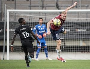 Mittbacken David Engström har gjort 17 matcher och fem mål för Örgryte den här säsongen. I augusti ådrog han sig dock en käkfraktur och har inte spelat sedan dess. Foto Björn Larsson Rosvall / TT