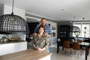 Angelica och Andreas Pettersson trivs i sitt hus.