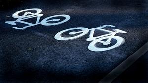Vad glad jag blir när jag ser att Sundsvalls kommun bygger nya cykelvägar för oss cyklister, skriver