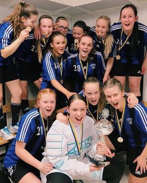 Den 17 december tog IBF Säters F16-lag DM-guld i Falun.Foto: Helena Sälgström