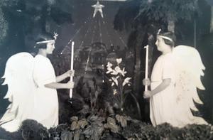 Pjäser och uppträdanden vid jul och lucia var stående inslag på Bodaborg och då togs ofta kameran fram. Bild:Ur ett album som förvaras på regionarkivet i Härnösand.