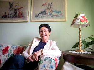 """Harriet Pettersson har varit 53 år i amatörteaterns hägn. """"Teatern har framförallt lärt mig att vara här och nu. Det har jag försökt att ta med mig även i livet utanför teatern"""". Foto: Annika Persson"""