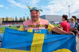 Kalle Eriksson från Östersund är här för att stötta Emelie Nyman som satte personligt rekord i trestegsfinalen.