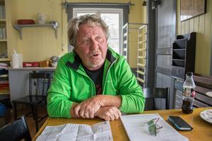 Kjell Andersson som driver caféet i Björkbackaparken sökte tillstånd för alkoholservering. Socialnämnden sa nej. Debattören Per Edström tror sig veta vad avslaget beror på.