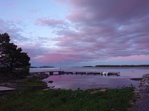 Rosa himmel över Singö. Foto: Anki Nyman