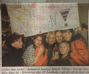 Hela klass 6 A i Böleskolan åkte till Stockholm för att ta emot sin klasskamrat Katrin Sillaste som fått återvända till Sverige.                                                         ST 19 november 1993.