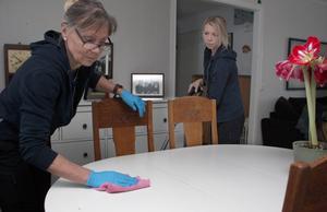 Eva och Lovisa Gunnarsson driver företaget Mor & Dotter i Dalarna.  De ser ett ökat intresse för att anlita städbolag.